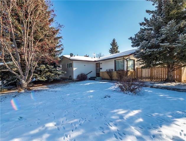16 Brookpark Crescent SW, Calgary, AB T2W 2W5 (#C4224481) :: Canmore & Banff