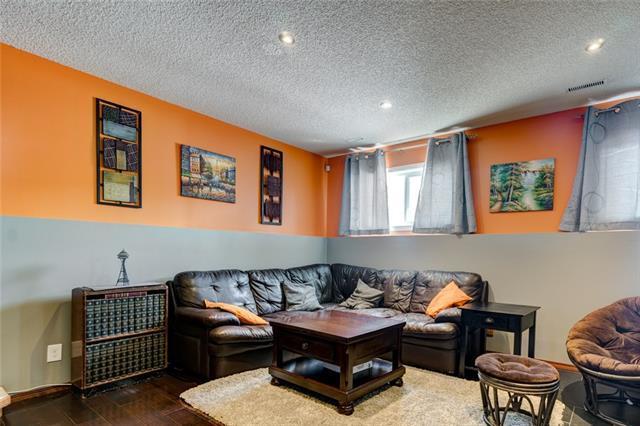 16270 Shawbrooke Drive SW, Calgary, AB T2Y 2Y3 (#C4224604) :: Redline Real Estate Group Inc