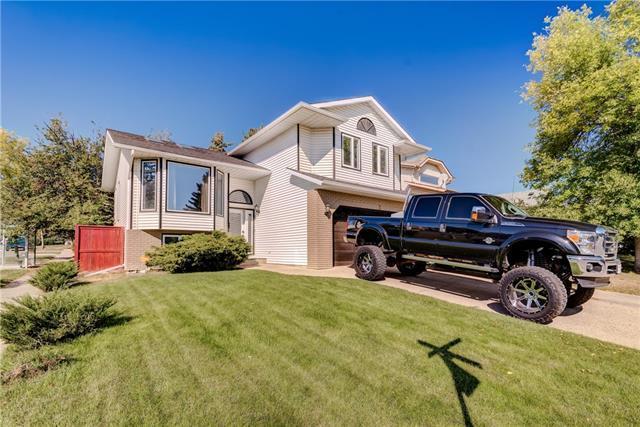 3 Woodbrook Way SW, Calgary, AB T2W 4J7 (#C4224713) :: Calgary Homefinders