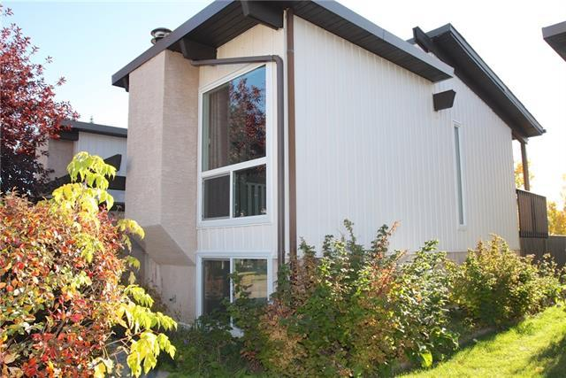 147 Oaktree Lane SW, Calgary, AB T2V 4E3 (#C4224797) :: Redline Real Estate Group Inc