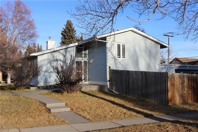 4 Heston Street NW, Calgary, AB T2K 2C1 (#C4225105) :: Redline Real Estate Group Inc
