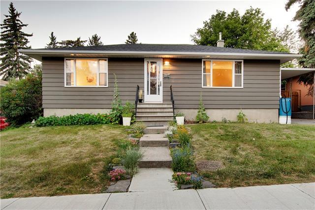 2223 Kelwood Drive SW, Calgary, AB T3E 3Z5 (#C4225137) :: Redline Real Estate Group Inc