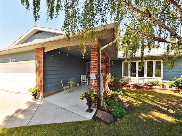 240 Deer Run Crescent SE, Calgary, AB T2J 5N5 (#C4226020) :: Redline Real Estate Group Inc