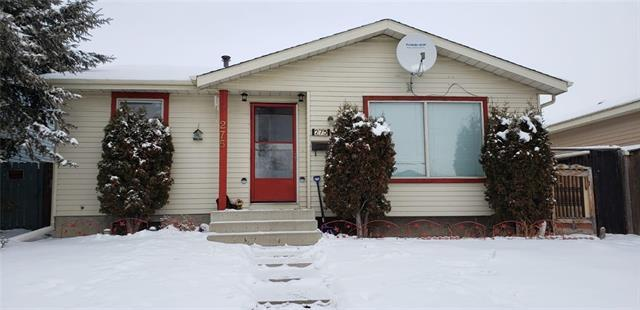 275 Castledale Way NE, Calgary, AB T3J 2A4 (#C4226785) :: Calgary Homefinders
