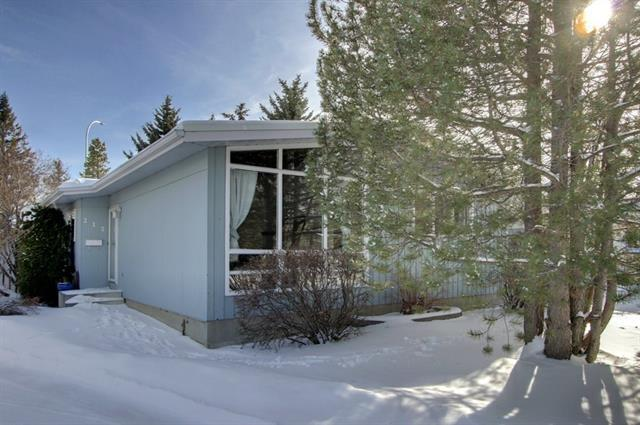 212 Oakmoor Place SW, Calgary, AB T2V 3Z7 (#C4227156) :: Redline Real Estate Group Inc