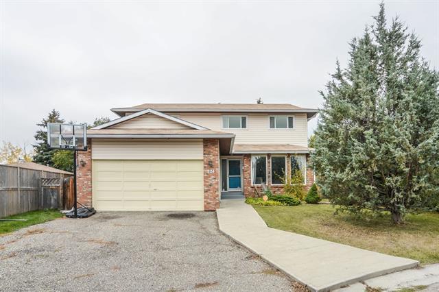 124 Woodside Bay SW, Calgary, AB  (#C4228360) :: Redline Real Estate Group Inc