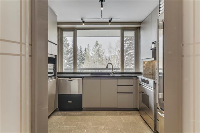 3339 Rideau Place SW #302, Calgary, AB T2S 1Z5 (#C4228859) :: Calgary Homefinders