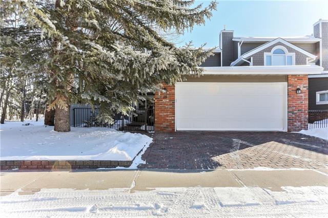 18 Woodmeadow Close SW, Calgary, AB T2W 4L8 (#C4229126) :: Redline Real Estate Group Inc