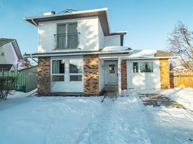 28 Cedardale Rise SW, Calgary, AB  (#C4229711) :: Calgary Homefinders
