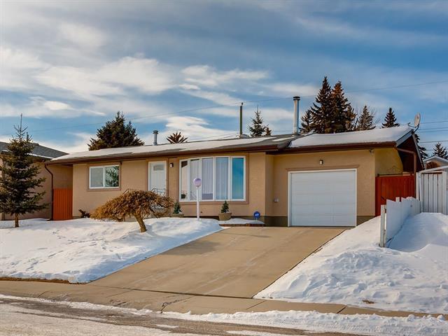 719 Blackthorn Road NE, Calgary, AB T2K 4Y1 (#C4229963) :: Calgary Homefinders