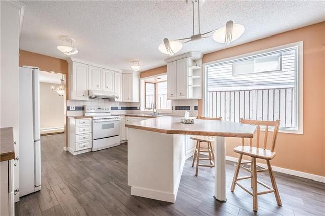 2 Dalcastle Place NW, Calgary, AB T3A 1T9 (#C4232380) :: Calgary Homefinders