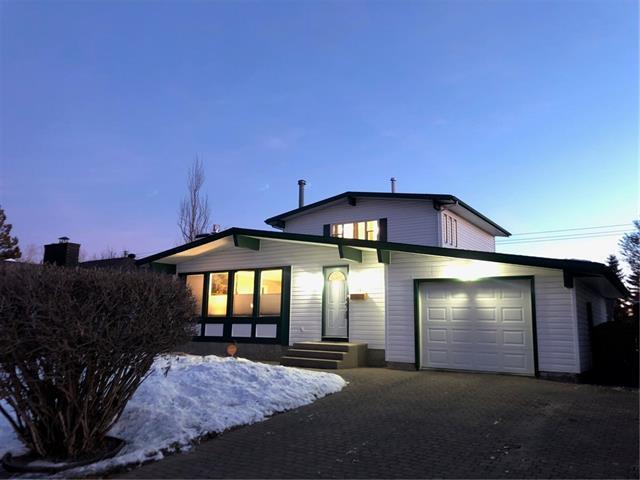 319 Cedarille Crescent SW, Calgary, AB T2W 2H5 (#C4232430) :: Calgary Homefinders