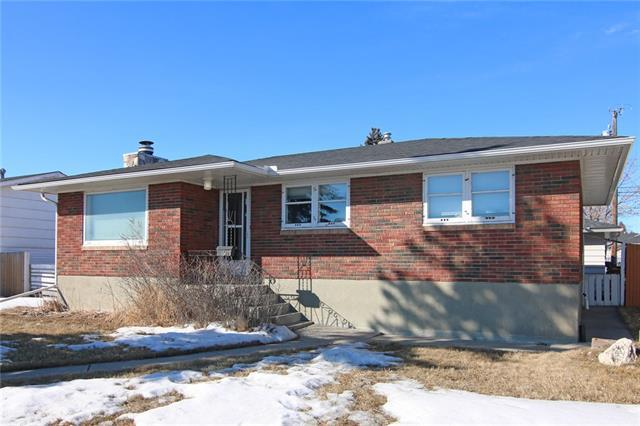 5619 Centre Street NW, Calgary, AB T2K 0T4 (#C4232530) :: Calgary Homefinders