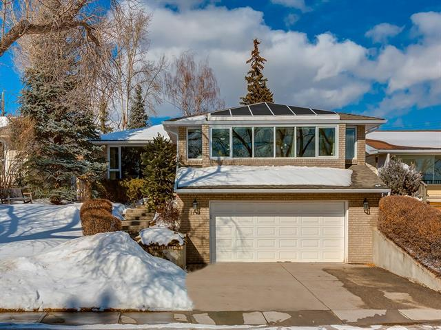 3219 Collingwood Drive NW, Calgary, AB T2L 0R7 (#C4232924) :: Calgary Homefinders