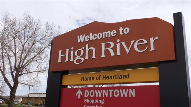409 Centre Street SW, High River, AB T1V 2C2 (#C4233194) :: Calgary Homefinders