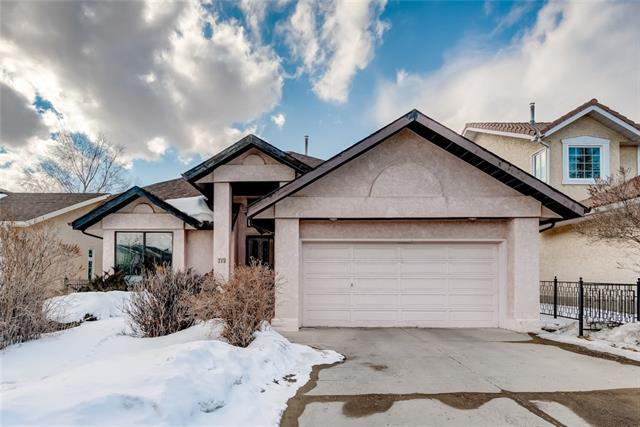 219 Hawkwood Drive NW, Calgary, AB T3G 3M9 (#C4233220) :: The Cliff Stevenson Group