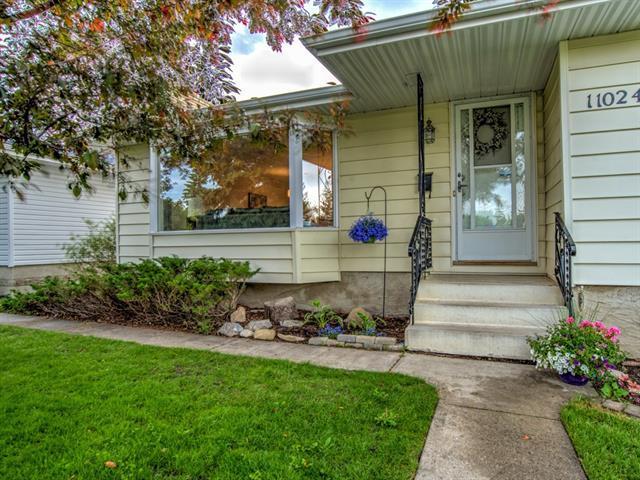11024 Southdale Road SW, Calgary, AB T2W 0X4 (#C4233580) :: Calgary Homefinders