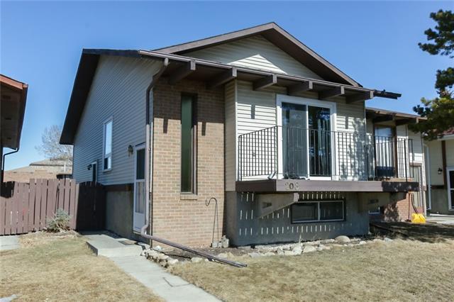 208 Templevale Road NE, Calgary, AB T1Y 4W2 (#C4235230) :: Calgary Homefinders