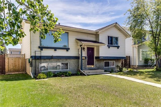 168 Castledale Way NE, Calgary, AB T3J 2A2 (#C4235451) :: Redline Real Estate Group Inc