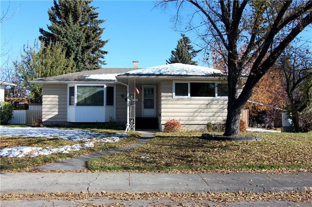 30 Malibou Road SW, Calgary, AB T2V 1W6 (#C4236377) :: Redline Real Estate Group Inc