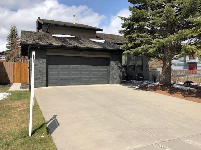 68 Oakmount Way SW, Calgary, AB T2V 4Y1 (#C4242693) :: The Cliff Stevenson Group
