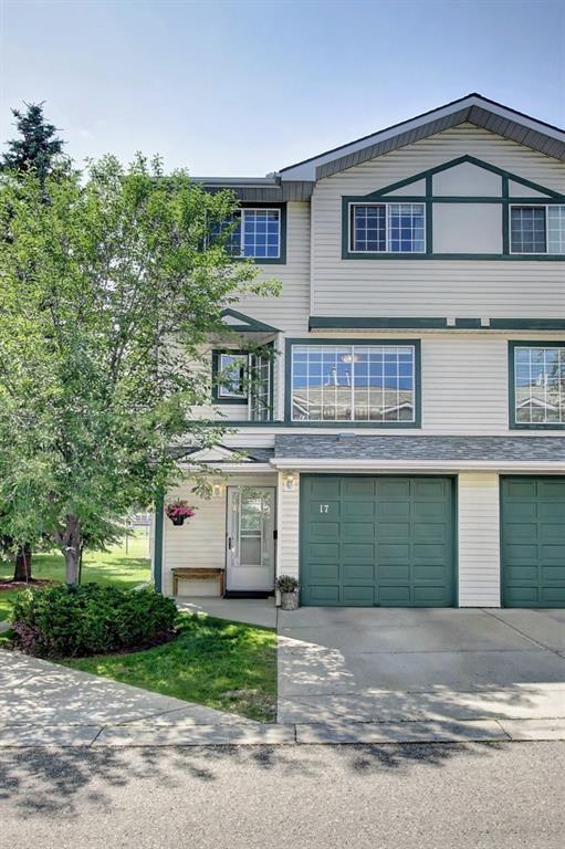 17 Kingsland Villa(S) SW, Calgary, AB T2V 5J9 (#C4258096) :: Calgary Homefinders