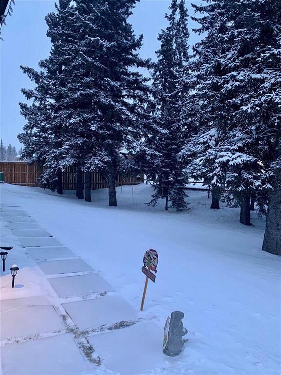 6 Strathridge Lane SW, Calgary, AB T3H 0A1 (#C4277779) :: Canmore & Banff