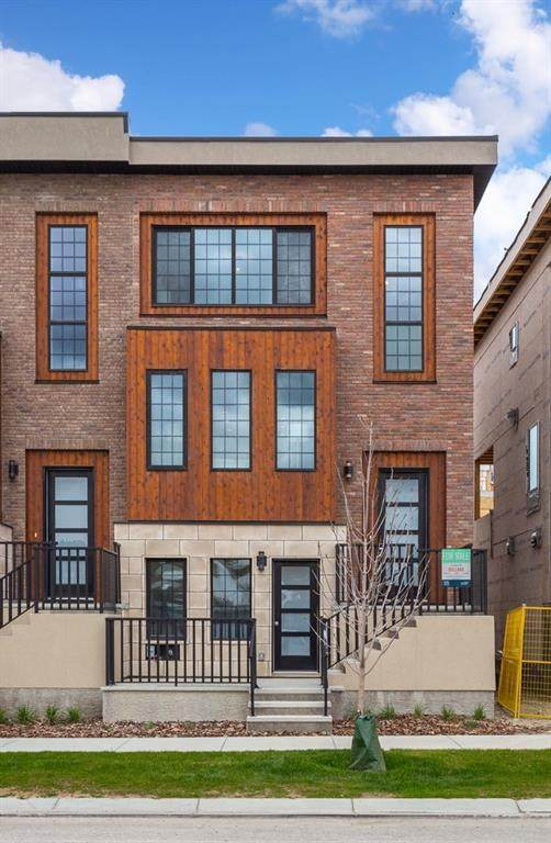 39 Greenbriar Place NW, Calgary, AB T3B 6J1 (#C4297971) :: Canmore & Banff