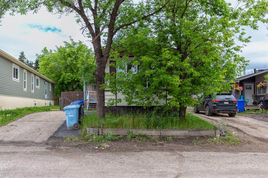 112 Grey Crescent - Photo 1