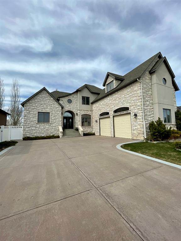 16 Greystone, Brooks, AB T1R 0A9 (#A1064492) :: Greater Calgary Real Estate
