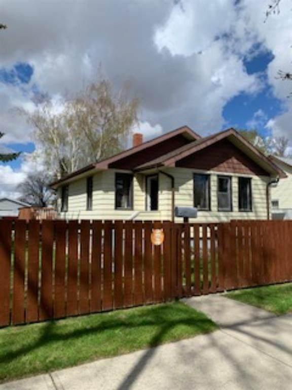 428 12A Street N, Lethbridge, AB T1H 2J5 (#A1105447) :: Calgary Homefinders