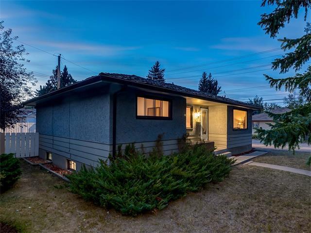 29 Westwood Drive SW, Calgary, AB T3C 2V8 (#C4105616) :: Redline Real Estate Group Inc