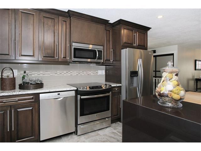 135 Woodburn Crescent, Okotoks, AB T1S 1L3 (#C4160815) :: Redline Real Estate Group Inc