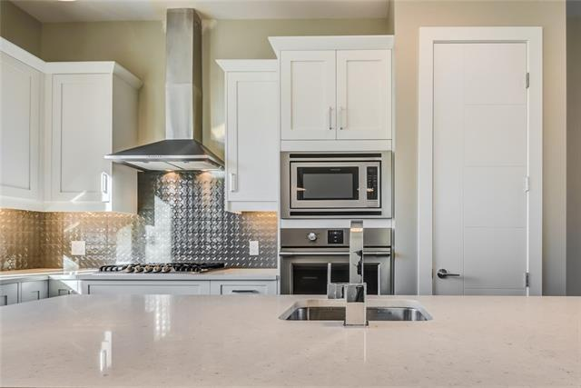 2809 Cochrane Road NW, Calgary, AB T2M 4J1 (#C4163610) :: Redline Real Estate Group Inc
