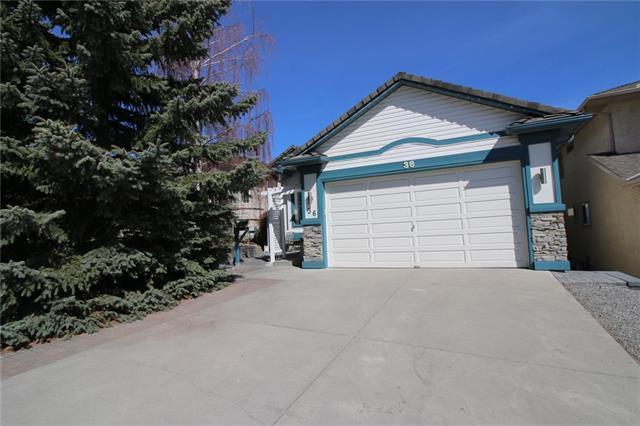 36 Harvest Oak Drive NE, Calgary, AB T3K 4E2 (#C4171905) :: Redline Real Estate Group Inc