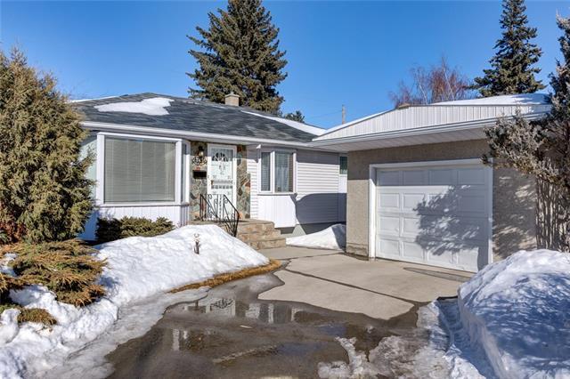 4716 26 Avenue SW, Calgary, AB T3E 0R0 (#C4172302) :: Canmore & Banff