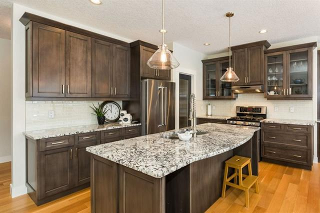 69 Valley Woods Landing NW, Calgary, AB T3B 6A3 (#C4172650) :: Canmore & Banff