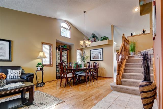 9023 Scurfield Drive NW, Calgary, AB T3L 1L3 (#C4176368) :: The Cliff Stevenson Group