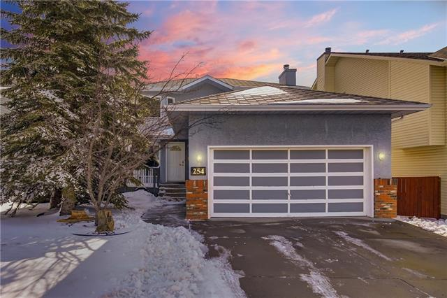 254 Hawkville Close NW, Calgary, AB T3G 3N3 (#C4177055) :: Redline Real Estate Group Inc