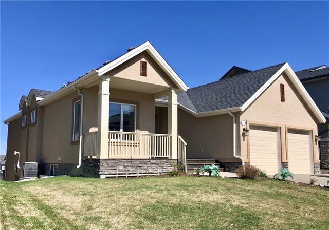17 Crestridge View SW, Calgary, AB T3B 0M1 (#C4177203) :: Redline Real Estate Group Inc