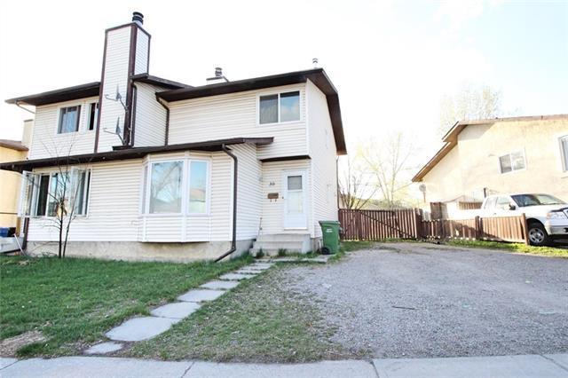 30 Castleglen Road NE, Calgary, AB T3J 1S6 (#C4181693) :: Redline Real Estate Group Inc