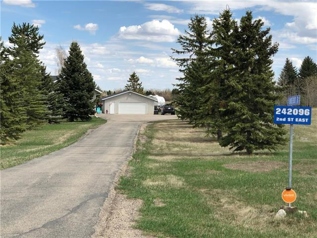 242096 2 Street E, Rural Foothills M.D., AB T1S 3K9 (#C4183460) :: Tonkinson Real Estate Team