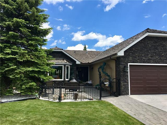 9204 Oakmount Drive SW, Calgary, AB T2V 4X9 (#C4193757) :: Calgary Homefinders