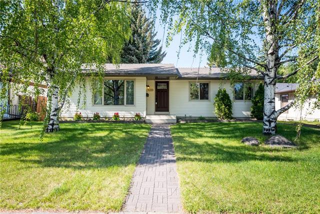 2927 Oakwood Drive SW, Calgary, AB T2V 3Y2 (#C4194178) :: Canmore & Banff