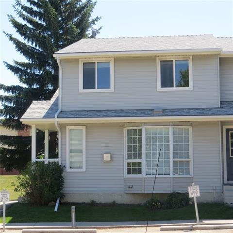 23 Bermuda Lane NW, Calgary, AB T3K 2T1 (#C4194626) :: Tonkinson Real Estate Team