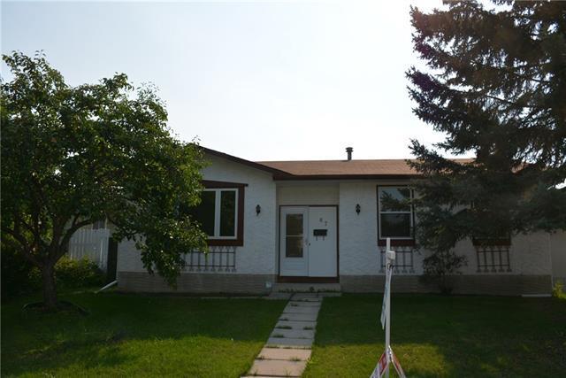 67 Queen Alexandra Close SE, Calgary, AB T2J 3P9 (#C4198520) :: Redline Real Estate Group Inc