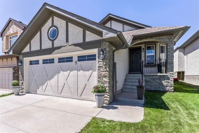 5 Sherwood Parade NW, Calgary, AB T3R 1R1 (#C4200854) :: Redline Real Estate Group Inc