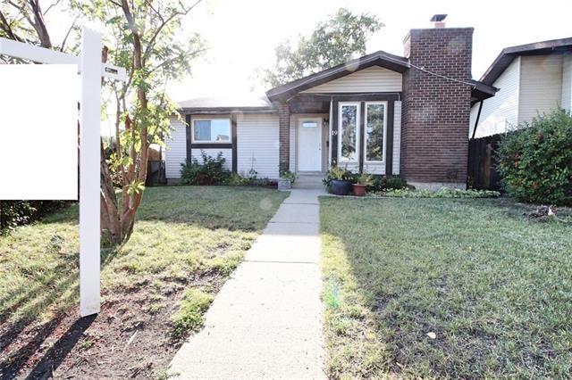 19 Castledale Place NE, Calgary, AB  (#C4203604) :: Redline Real Estate Group Inc