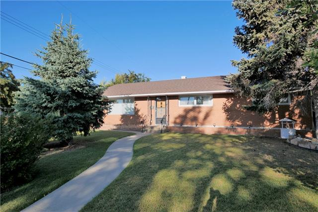 124 Warwick Drive SW, Calgary, AB T3C 2R6 (#C4204572) :: Redline Real Estate Group Inc