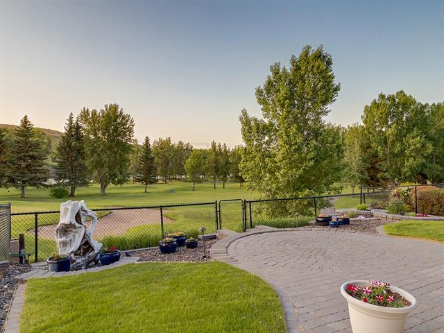 98 Valley Woods Landing NW, Calgary, AB T3B 6A4 (#C4205052) :: Redline Real Estate Group Inc